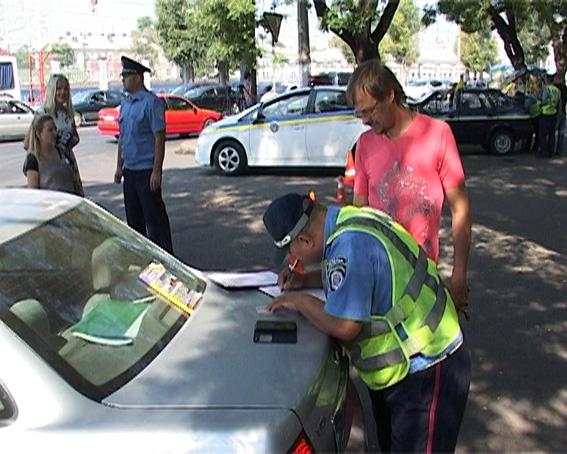 PM727image003 ГАИ Одесчины напоминает, что за рулем и с телефоном - штраф