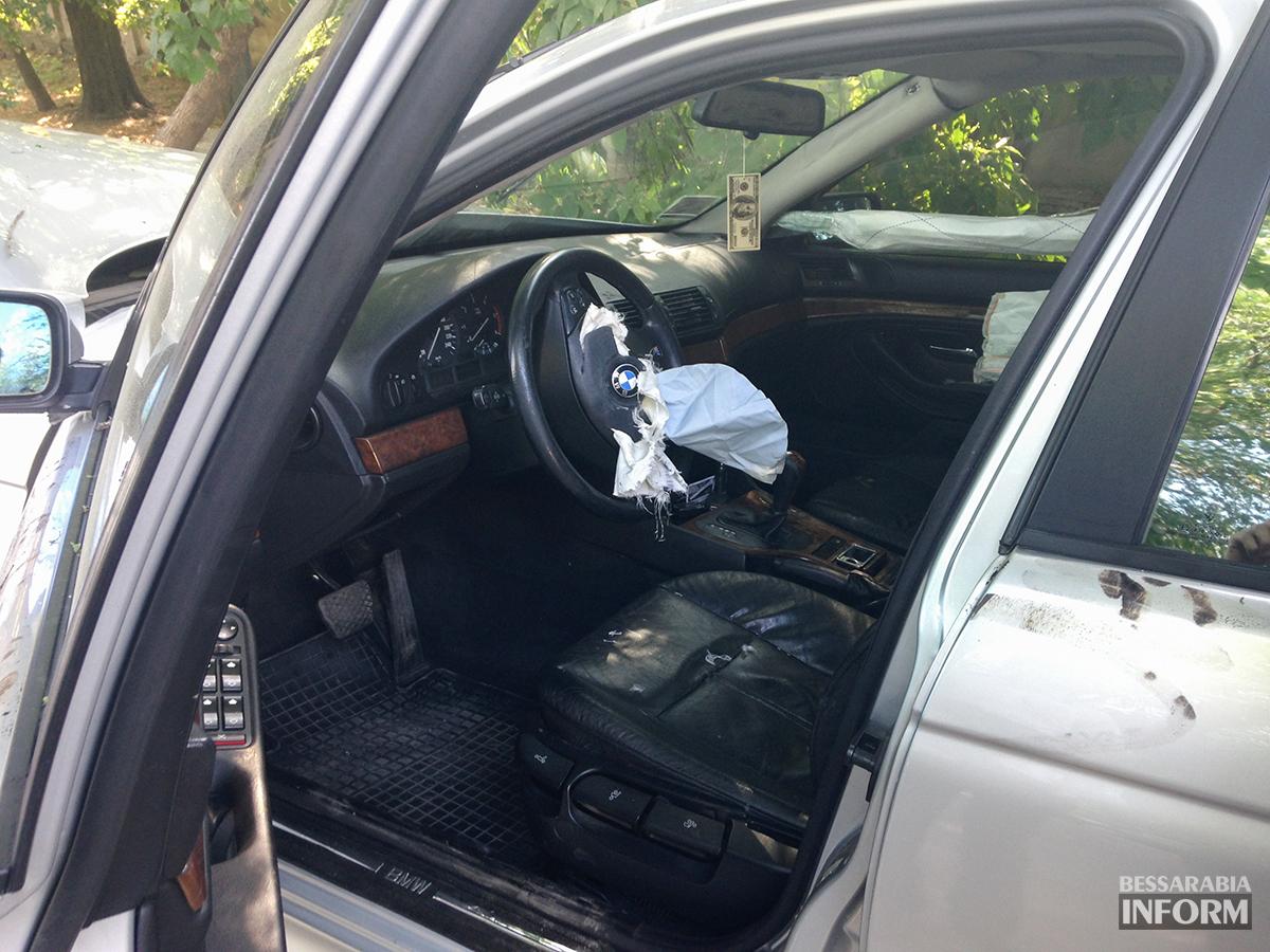 """avaria-bmw-5 ДТП в Измаиле: """"BMW"""" сбил человека и въехал в дерево (фото)"""