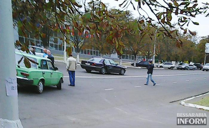 """ДТП в Измаиле: BMW неудачно обогнала """"Копейку"""" (фото)"""