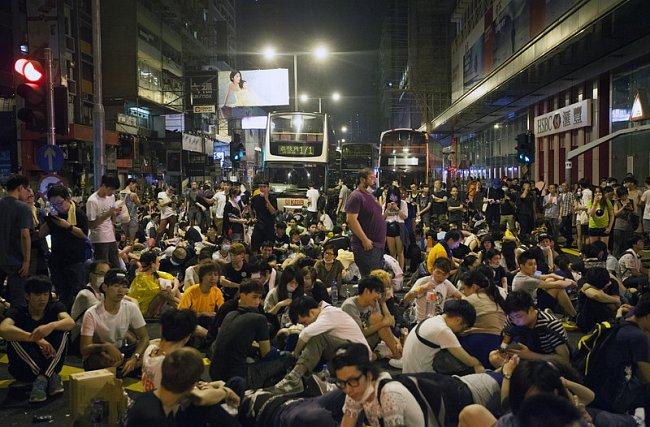 "e915790b30c44ffa0d7d74bddc1e33e9 ""Майдан"" в Гонконге: люди требуют демократических выборов"