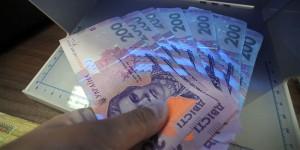 Зарплата украинца уменьшилась на 12,7%