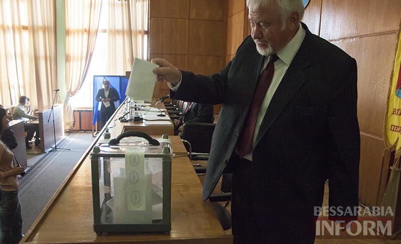 """izmail-sessia-gorsoveta-49-2 Е. Пундик больше не секретарь горсовета - 44 голоса """"за"""""""