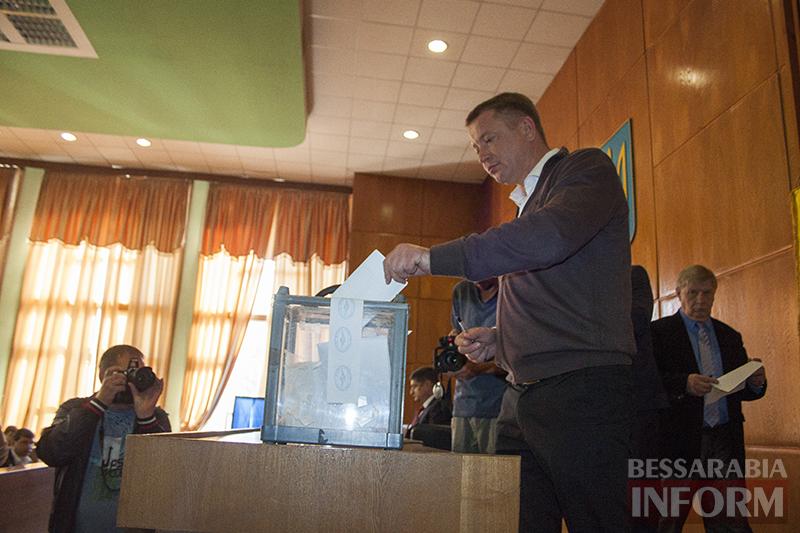 """izmail-sessia-gorsoveta-49-4 Е. Пундик больше не секретарь горсовета - 44 голоса """"за"""""""