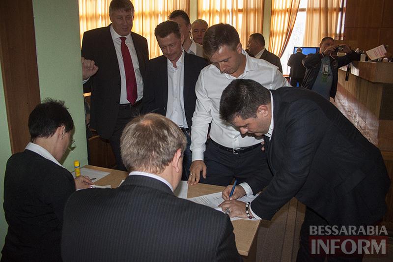 """izmail-sessia-gorsoveta-49-5 Е. Пундик больше не секретарь горсовета - 44 голоса """"за"""""""