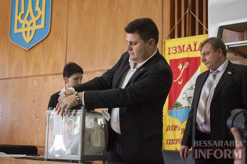 """izmail-sessia-gorsoveta-49-6 Е. Пундик больше не секретарь горсовета - 44 голоса """"за"""""""