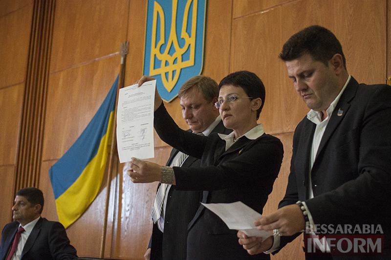 """izmail-sessia-gorsoveta-49-7 Е. Пундик больше не секретарь горсовета - 44 голоса """"за"""""""