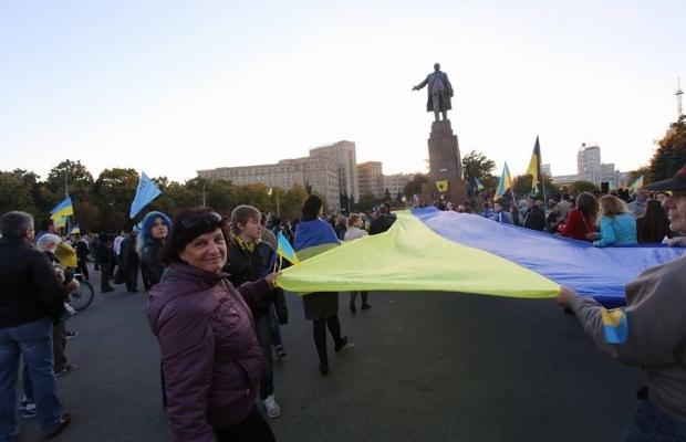 leninopad_kharkov-1 Самого большого Ленина в Украине повалили (ФОТО, видео)
