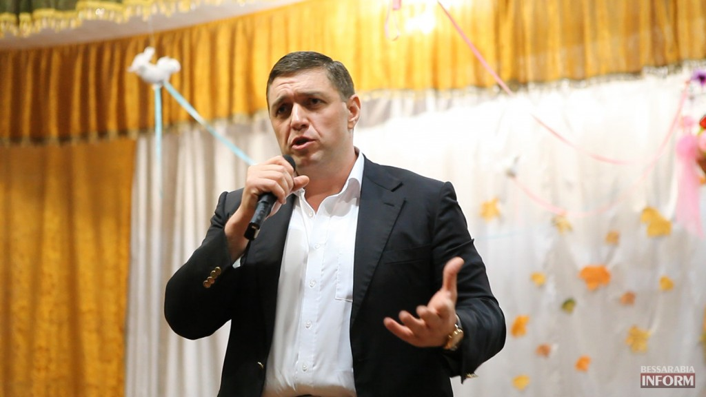 vladuchen_dubovoy-2-1024x576 Дубовой во Владиченях поздравил пожилых людей (фото)