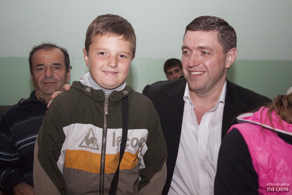 vladuchen_dubovoy-7-1024x682 Дубовой во Владиченях поздравил пожилых людей (фото)