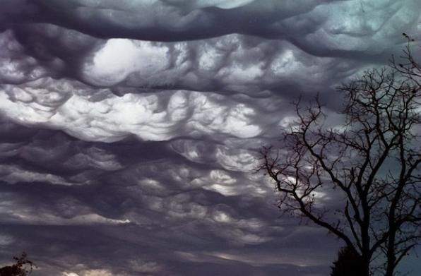 В небе начали появляться новые зловещие облака