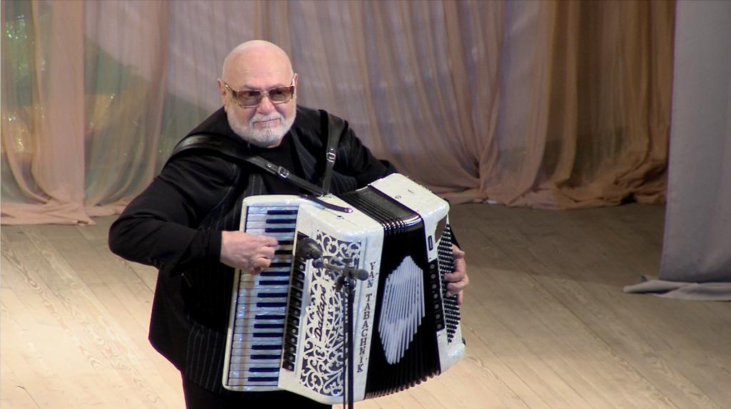 Народные артисты поздравили измаильчан с праздниками (обновлено, фото +видео)