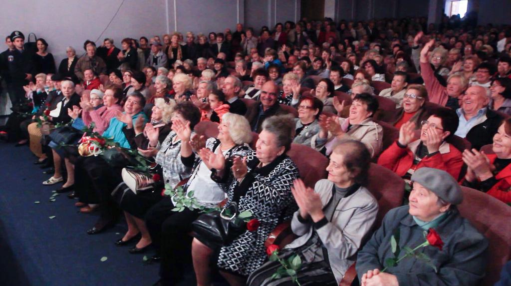 Снимок-экрана-2014-10-05-в-03.45.02-после-полудня-1024x573 Народные артисты поздравили измаильчан с праздниками (обновлено, фото +видео)