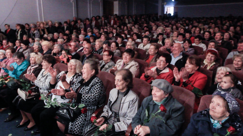 Снимок-экрана-2014-10-05-в-03.46.05-после-полудня-1024x576 Народные артисты поздравили измаильчан с праздниками (обновлено, фото +видео)