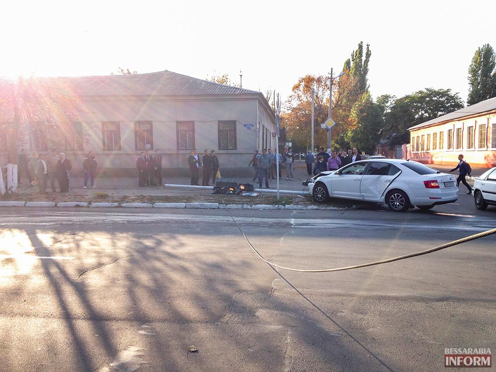 ДТП в Измаиле: из-за женщины-водителя снесли светофор (фото)