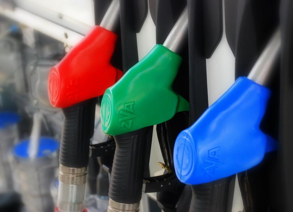 Сколько и куда платят водители, покупая бензин