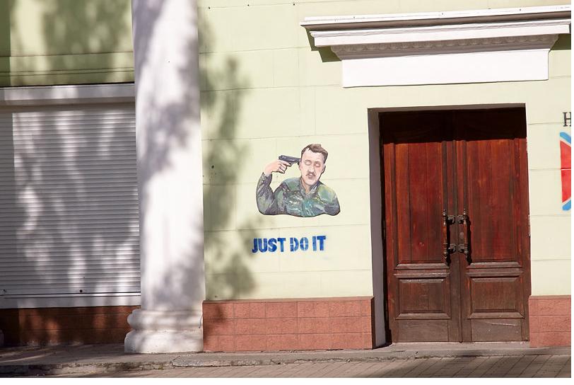 141020_140801_girkin Донецкий Бэнкси создал серию рисунков о пытках в плену у боевиков
