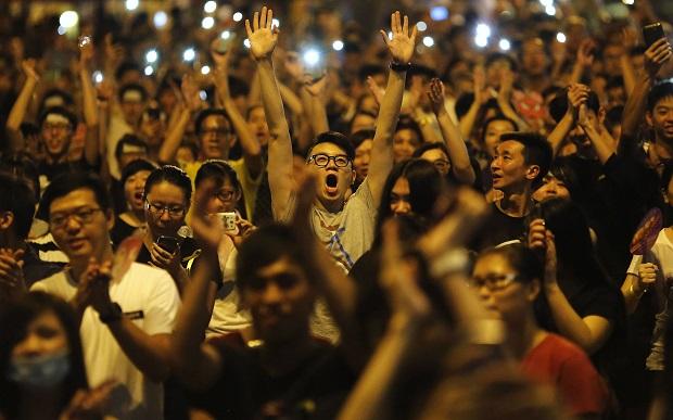 Протесты в Гонконге охватывают все новые районы