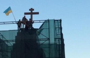 На месте Ленина в Харькове теперь стоит крест (фото)