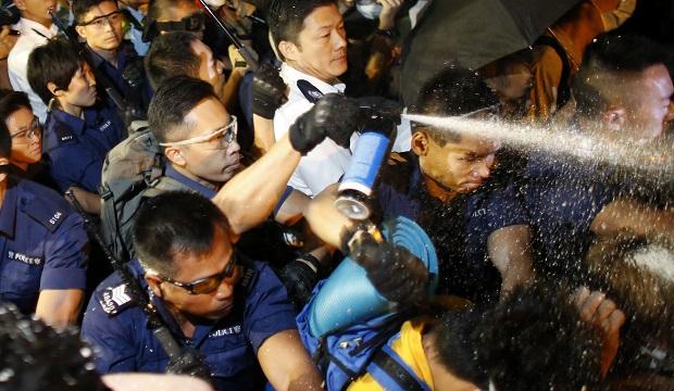 1413438741-3602 В Гонконге произошли новые столкновения между демонстрантами и полицией