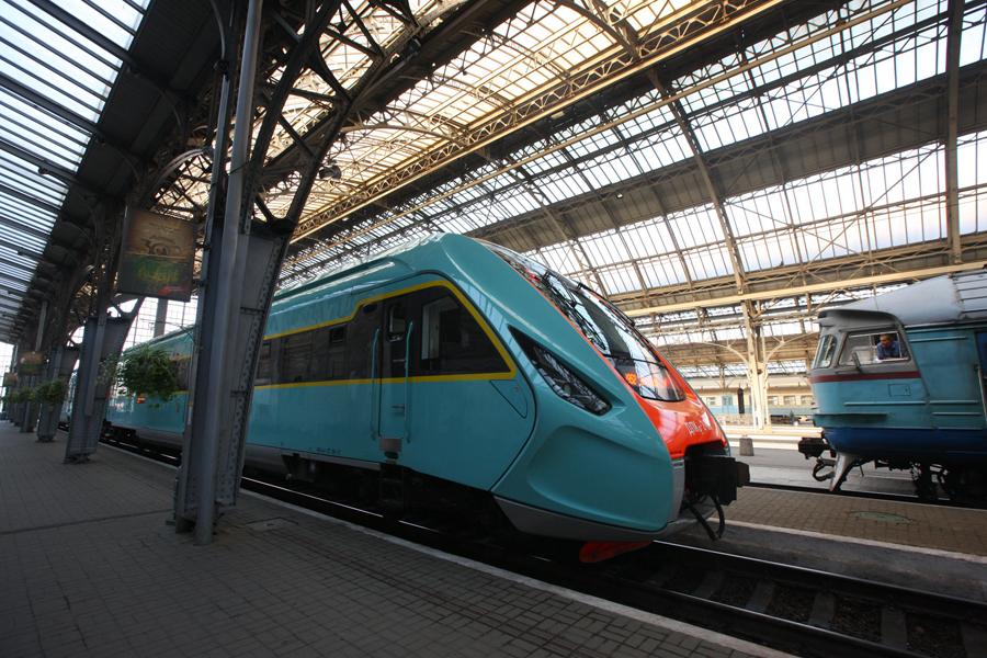 384555562 Украинцам показали новый дизель-поезд