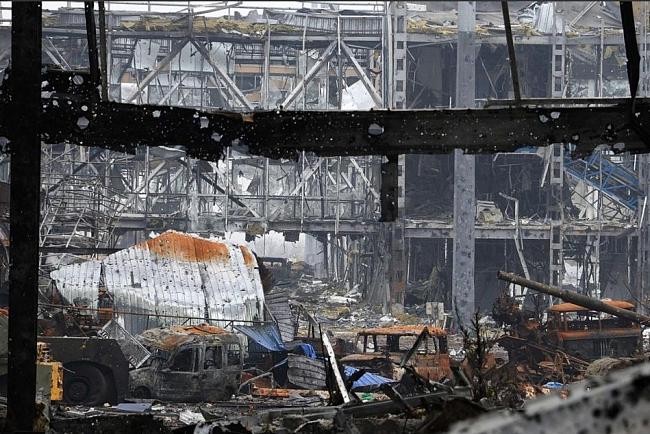 57fd77a5a54f988699dfe284e1f1b416 Руины донецкого аэропорта под контролем сил АТО