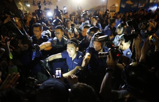 620_400_1413439285-9988-1 В Гонконге возобновилось противостояние полиции и активистов (фото)