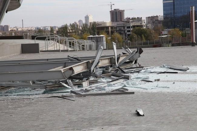 6f37cd40e94cc794e57b67eed8e4b7fa Фасад Донбасс Арены пострадал от взрыва (фото, видео)
