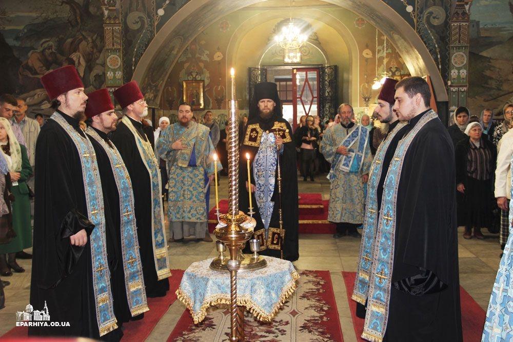 IMG_4448-0 В Измаиле новый благочинный провел службу в соборе (фото)