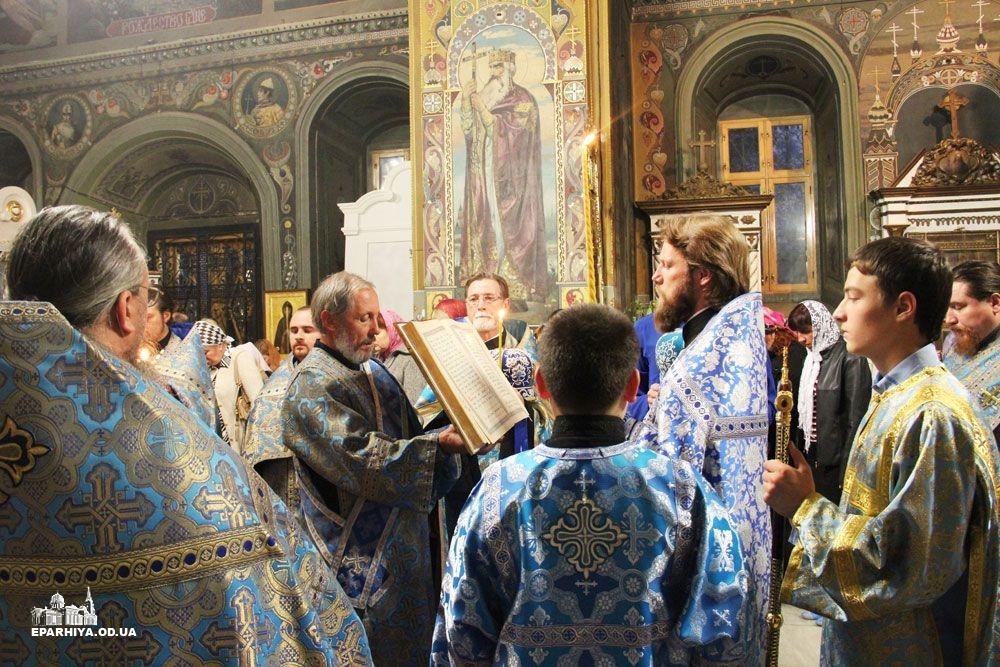 IMG_4528-0 В Измаиле новый благочинный провел службу в соборе (фото)