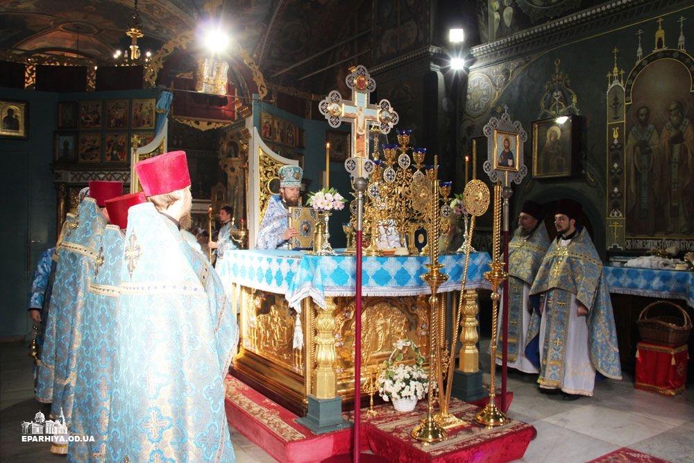 IMG_4540-0 В Измаиле новый благочинный провел службу в соборе (фото)
