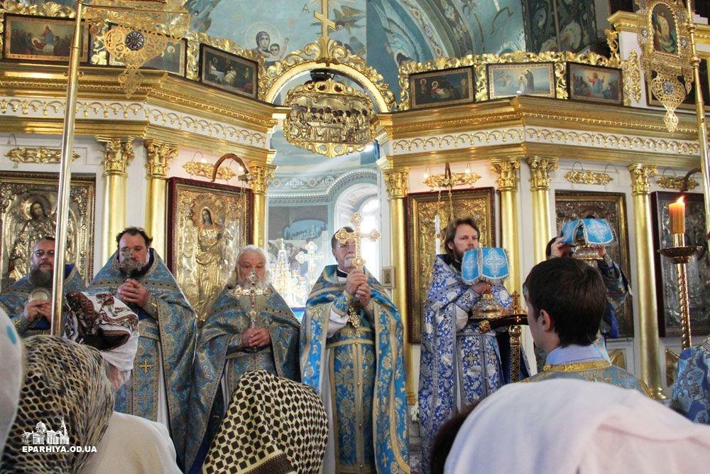 IMG_4612-0 В Измаиле новый благочинный провел службу в соборе (фото)