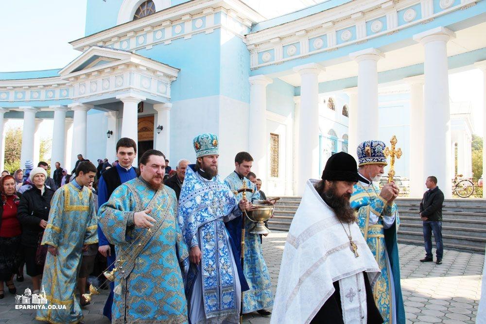 IMG_4734-0 В Измаиле новый благочинный провел службу в соборе (фото)