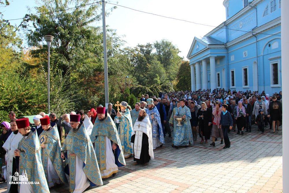 IMG_4801-0 В Измаиле новый благочинный провел службу в соборе (фото)