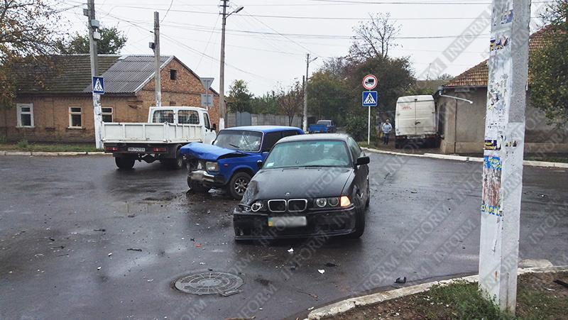 """dtp-izmail-bmw-vs-vaz-1 """"Жигули"""" vs. """"BMW"""" - В Измаиле утреннее ДТП (ФОТО)"""