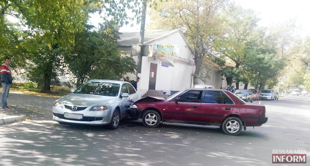 """ДТП в Измаиле: На Болградской протаранили """"Мазду"""" (фото)"""