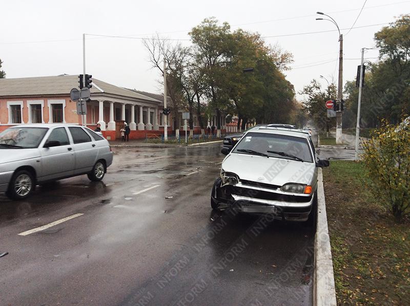 dtp_izmail_vaz-vs-taxi-2 ДТП в Измаиле: проспект не поделили две легковушки (ФОТО)