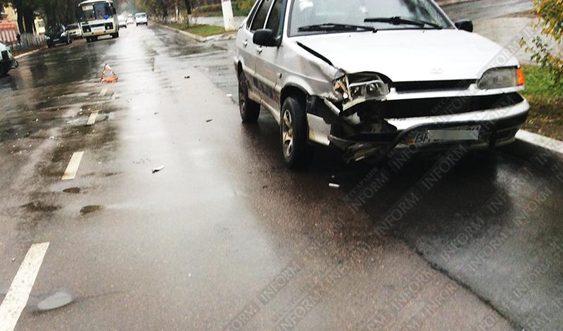 dtp_izmail_vaz-vs-taxi-4 ДТП в Измаиле: проспект не поделили две легковушки (ФОТО)