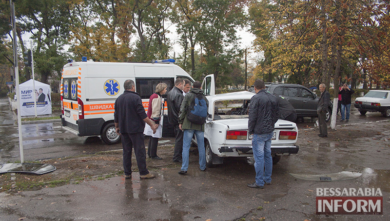 "dtp_v_izmaile-vaz-vs-hyindai-1 ДТП в Измаиле: Hyundai на проспекте протаранил ""ВАЗ"" (ФОТО +ВИДЕО)"