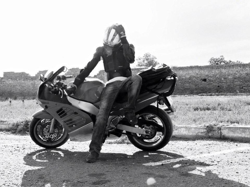 """hPdbQwbOxys В Б.-Днестровском ночью столкнулись """"БМВ"""" и мотоцикл, водитель и девушка погибли (фото)"""