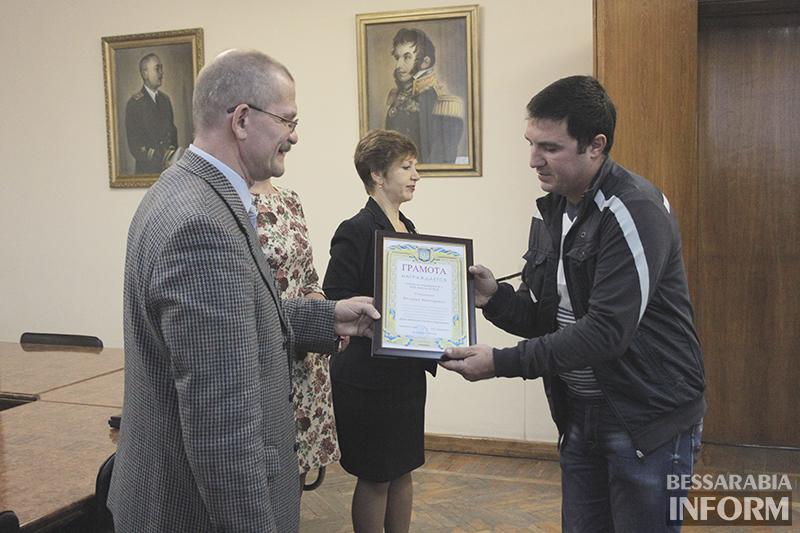 pozdrav-avtomobilista-izmail-6 Измаил: власти города поздравили маршрутчиков (фото)