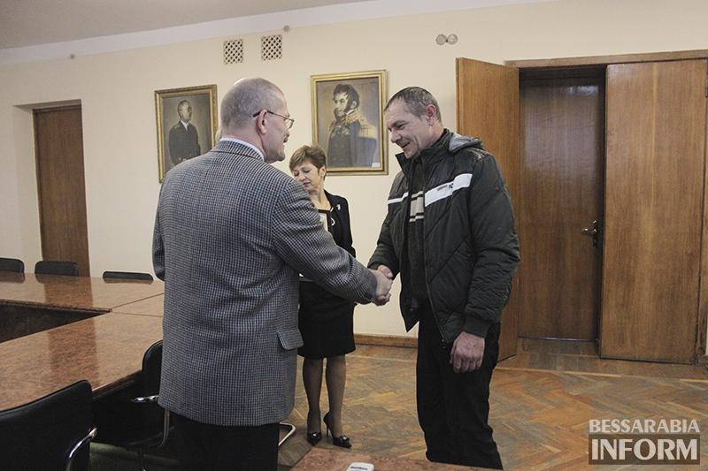 pozdrav-avtomobilista-izmail-7 Измаил: власти города поздравили маршрутчиков (фото)
