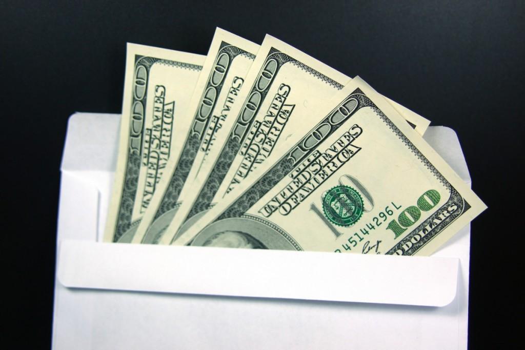Конверт-доллары-1277301258_33-1024x682 Как обстоит ситуация с делом о взятке мэра Килии