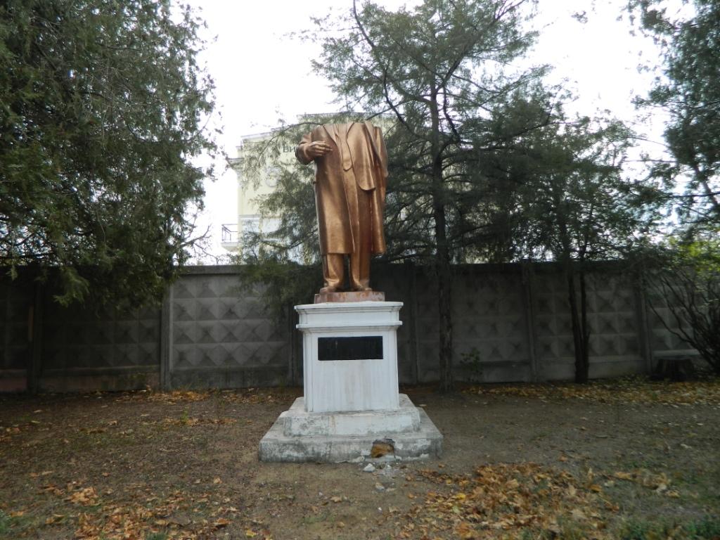 Обезголовлений-Лєнін В Одессе Ленин остался без головы, а Жукова и вовсе унесли (фото)