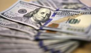 1408727724-7160-300x176 Курс доллара в обменниках достиг 15,1 грн.