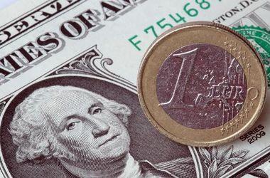 Курс наличного доллара подешевел еще на 1,5 грн.