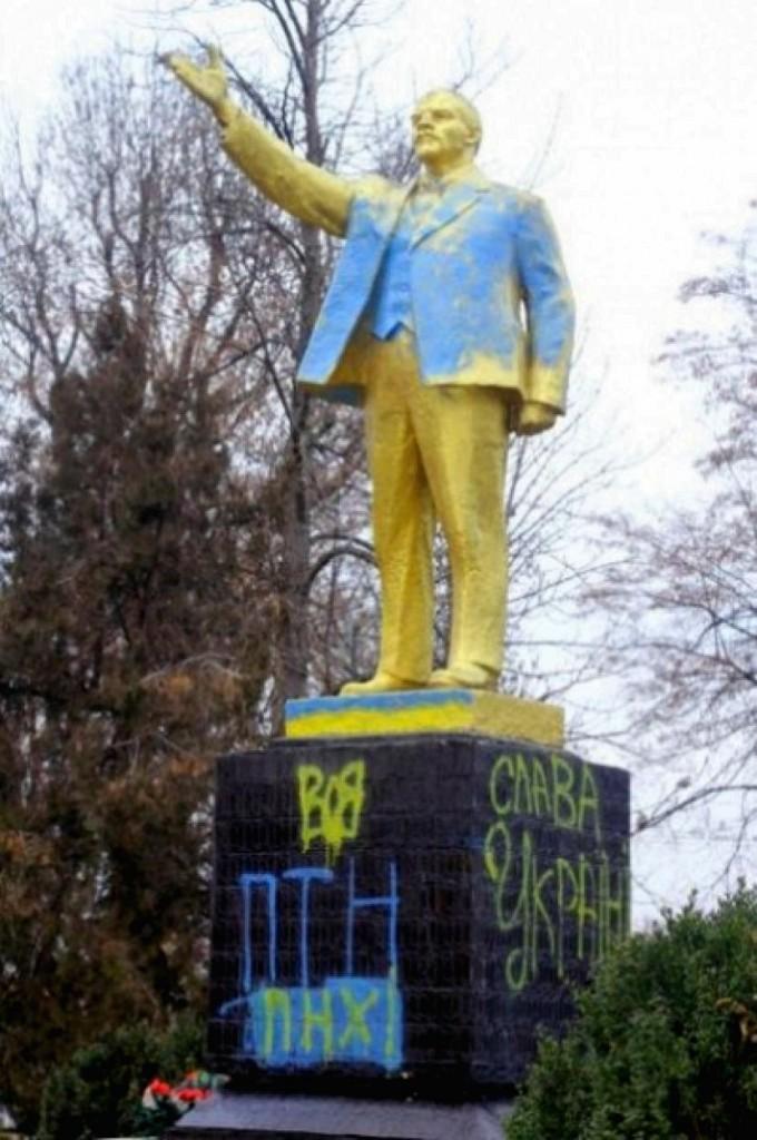 В Одесской области пострадал еще один Ленин (фото)