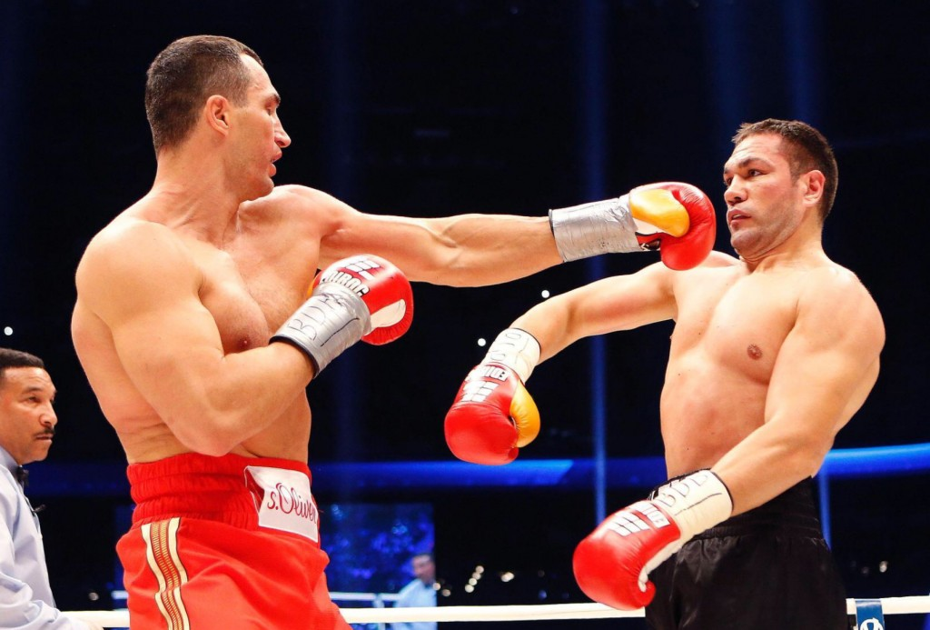 Klitschko-floors-Pulev-1-1024x693 Кличко нокаутировал болгарина в 5-м раунде (ФОТО, видео)