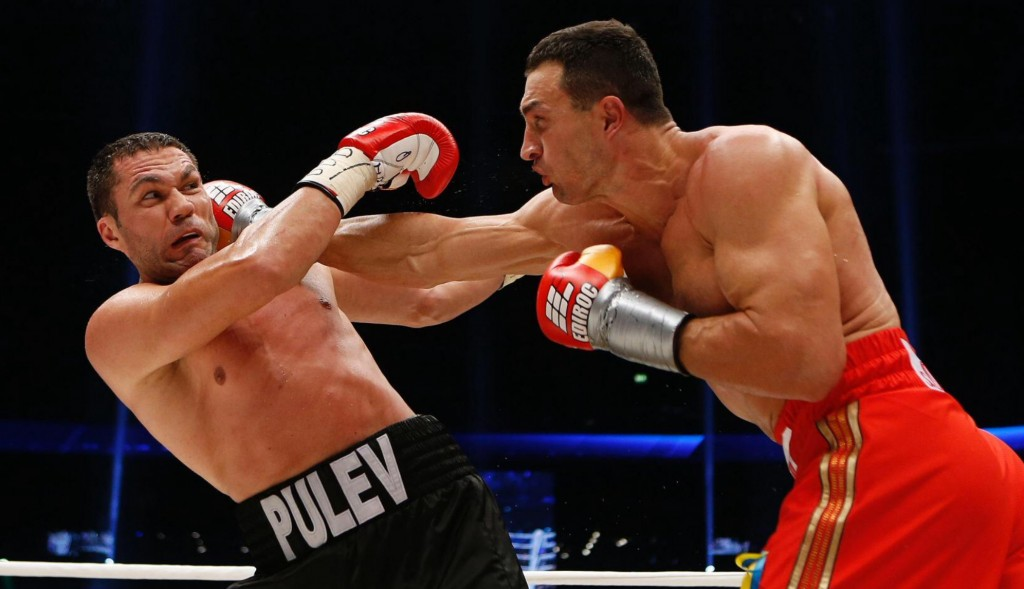 Klitschko-floors-Pulev-11-1024x589 Кличко нокаутировал болгарина в 5-м раунде (ФОТО, видео)