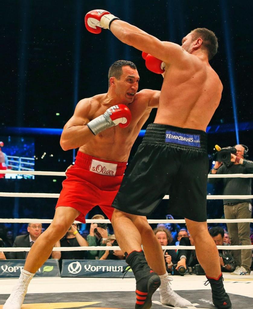 Klitschko-floors-Pulev-12-838x1024 Кличко нокаутировал болгарина в 5-м раунде (ФОТО, видео)