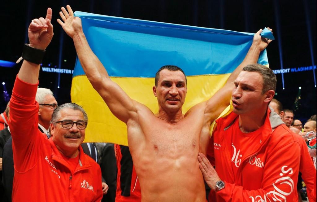 Klitschko-floors-Pulev-14-1024x652 Кличко нокаутировал болгарина в 5-м раунде (ФОТО, видео)
